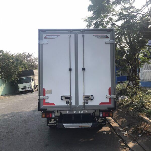 xe tai isuzu 1t9 thung dong lanh 4m2 qkr77he4 270 ms