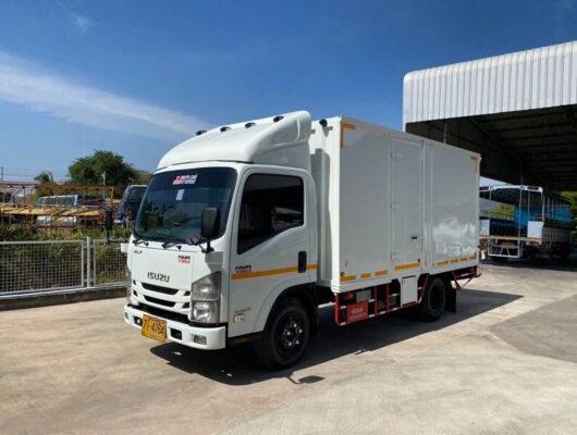 Xe tải Isuzu NMR 130 thùng kín